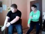 Толстый парень показал как надо танцевать